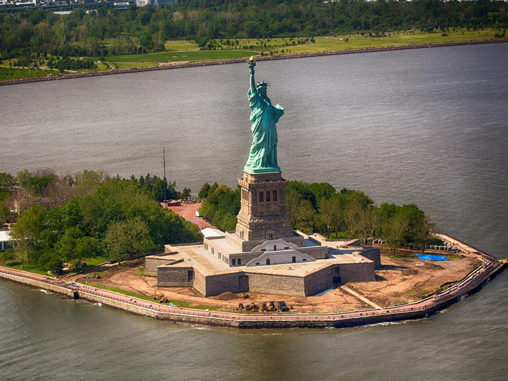 La Statue De La Liberte Monument National A New York on Carson Mansion Eureka California
